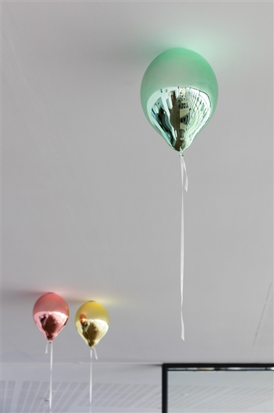 Jeppe Hein, Red, Yellow and Green Mirror Balloon (2017), via 303