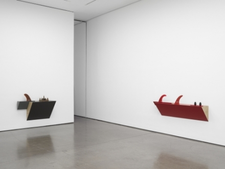 Haim Steinbach, jaws (Installation view)