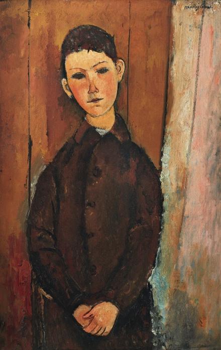 Amedeo Modigliani, Jeune homme assis, les mains croisées sur les geno (1918), via Sotheby's