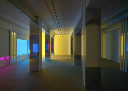 Daniel Buren & Philippe Parreno, Simultanément, travaux in situ et en mouvement (Installation view), Galerie Kamel Mennour